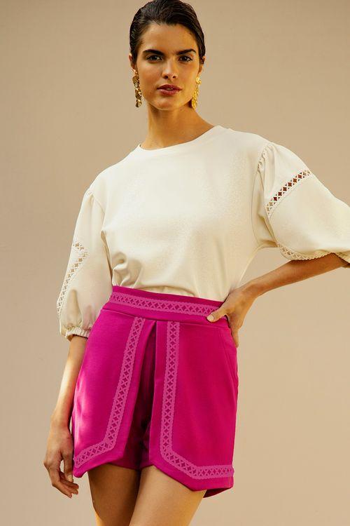 Short saia com abertura na frente e detalhe de aviamento vaz Pink