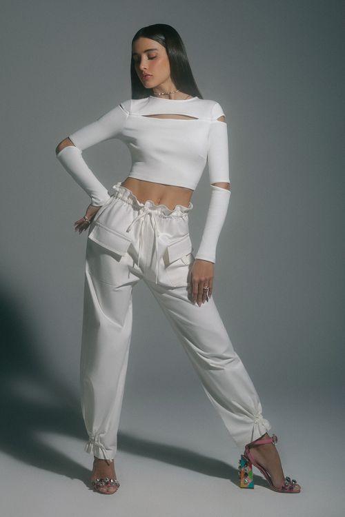 Calça sarja com bolsos frontais e roletê cós Off white