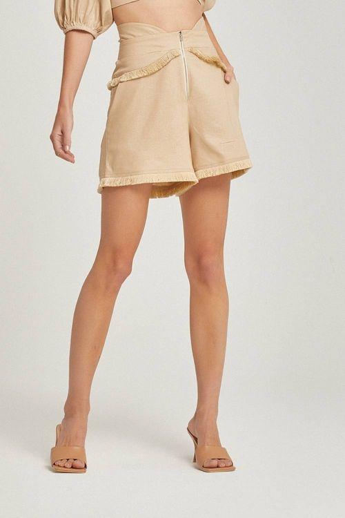 Short cintura alta com detalhe de franja Areia